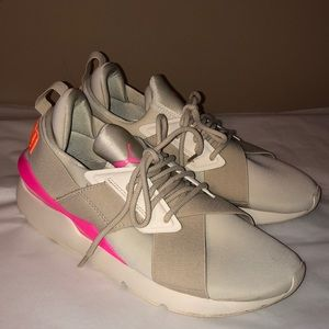 Puma women's tennis shoes! Size 8.5! EUC!